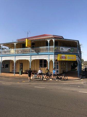 Blackbutt, ออสเตรเลีย: External view of classic country pub at Radnor