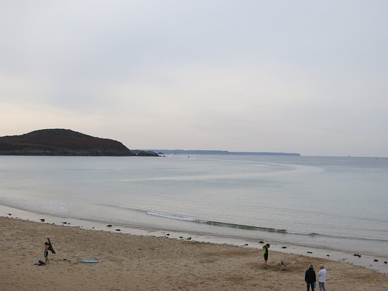 Longchamps Beach: Plage de Longchamp et pointe de la garde Guérin.