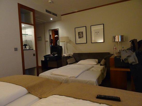 Golden Tulip Berlin - Hotel Hamburg: Cama supletoria enorme, camas dobles muy cómodas.
