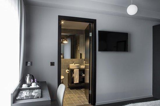 Raymond Hotel: Guest room