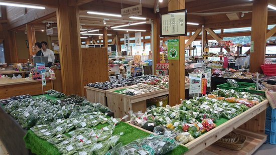 Minamioguni-machi, Japan: 地の野菜や果物が置いてある