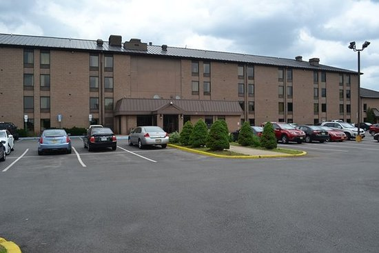 Red Carpet Inn & Suites South Plainfield/Piscataway : Exterior