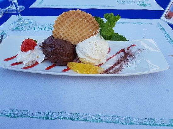 Villeneuve, سويسرا: les 2 mousses au chocolat