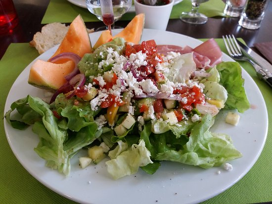 Epone, France : Salade italienne