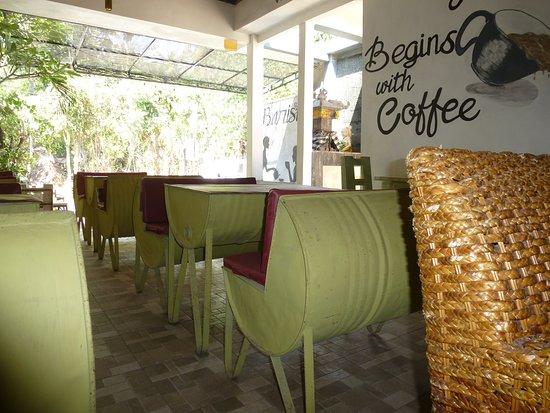 Aménagement 100 Recyclé Picture Of The Cup Coffee Shop Cafe