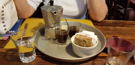 """Le sympathique café de chez """"Ai 4 feri""""..."""