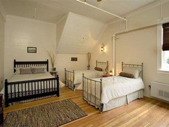 McCloud Mercantile Hotel: Guest room