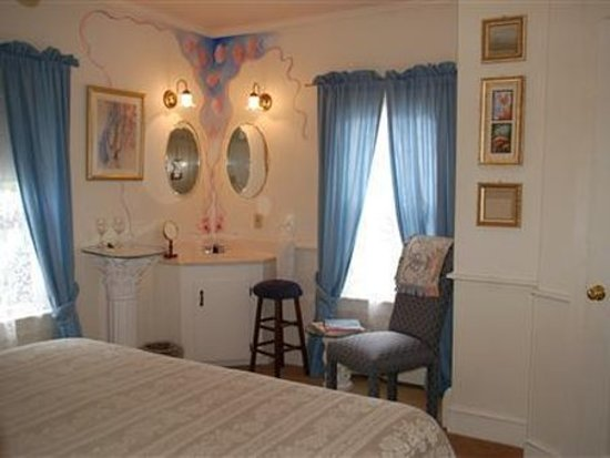 Artful Lodger Inn: Guest room