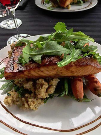 Di Profio Estate Wines : Rrisotto, fresh vegetables and glazed grilled salmon