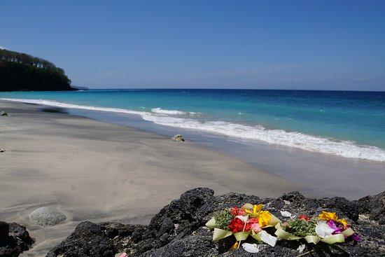 White sand beach à 25min de Villa Flow