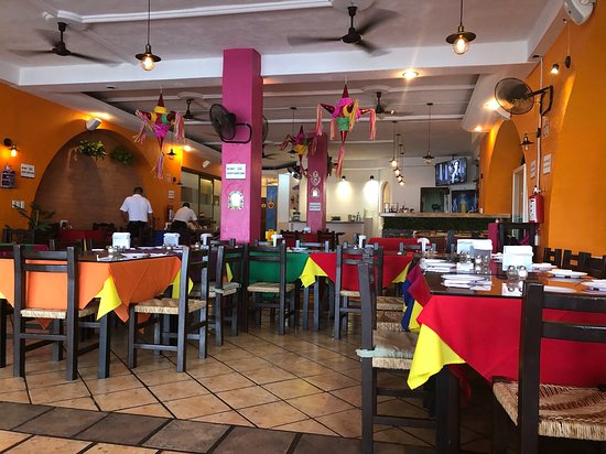 Victor's Place Cafe Tacuba: the inside