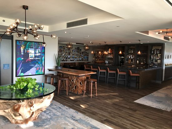 Tucker's Town, Islas Bermudas: the bar outside Maree, the more upscale restaurant