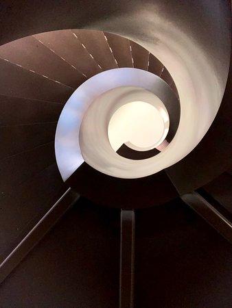 Tucker's Town, Islas Bermudas: the spiral staircase in the lobby