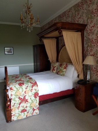 Ballyseede Castle: Standard bedroom