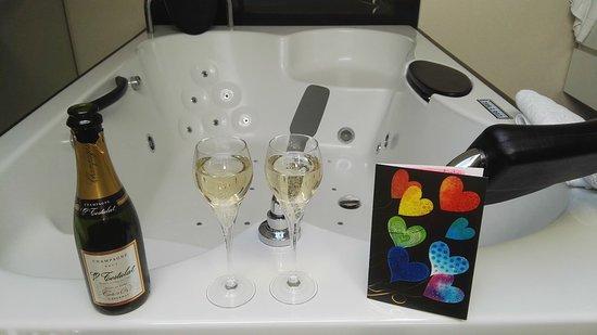 Auberge de la Ferme: champagne et jacuzzi