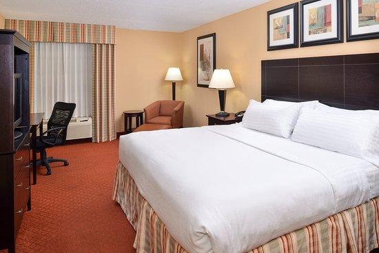 Holiday Inn Martinsburg: Guest room