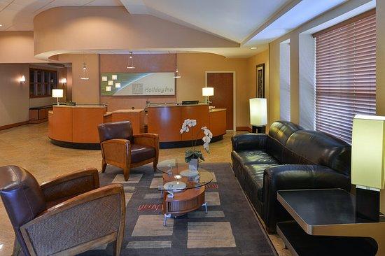 Holiday Inn Martinsburg: Lobby