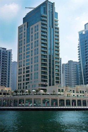 Marina Hotel Apartments: Exterior