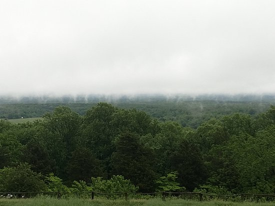 """Monticello, residencia de Thomas Jefferson: Great view from the grounds of lots of """"tornado fog"""" funnels"""