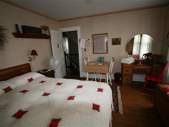 Patten, ME: Guest room