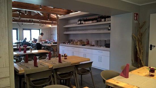 Charvensod, Italië: La sala da pranzo.