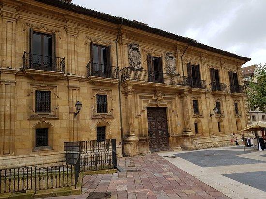 Plaza del Fontán: 20180907_123749_large.jpg