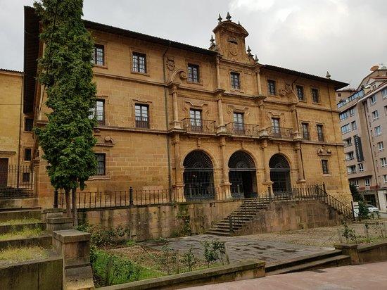 Plaza del Fontán: 20180907_113851_large.jpg
