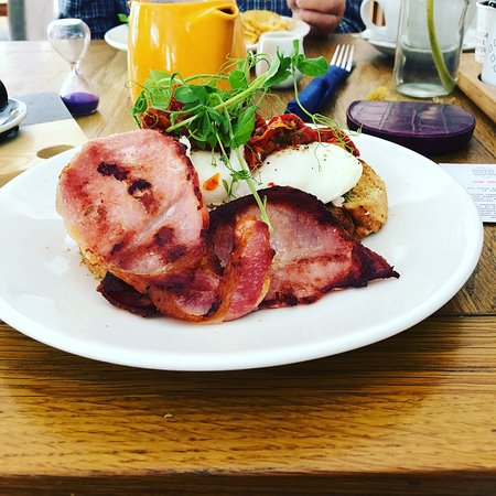 Ingleby Cross, UK: Brunch or, in our case, second breakfast of the day