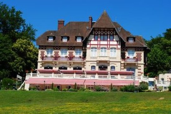 Le Chateau De La Tour