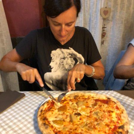 Piazzatorre, Italie : Pizza molto buona in occasione della festa del paese.Gestito tutto da donne,prezzi contenuti ser