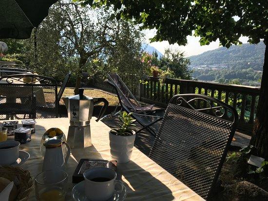 Maslianico, Italy: Ontbijt in de ochtendzon met uitzicht !