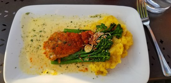 Acqua Restaurant & Wine Bar: Walleye