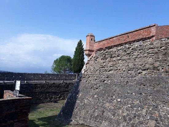 Hostalric, Spanyol: Le mura perimetrali