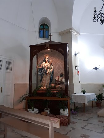 Chiesa della Madonna di Costantinopoli: Statua della Madonna con turco in catene