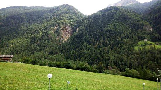 Valpelline, Italy: la luce e il fresco nonostante la torrida estate