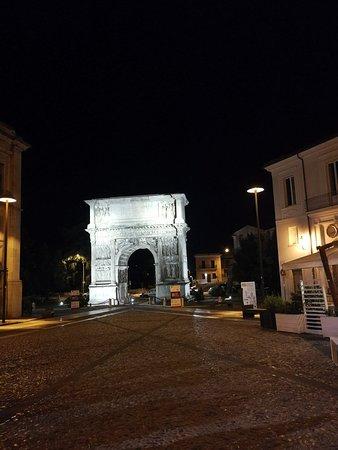 Arco di Traiano (114 d. C.): IMG_20180629_235056_large.jpg