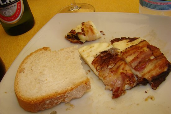 La Mensa del Conte : Pecorino wrapped in bacon
