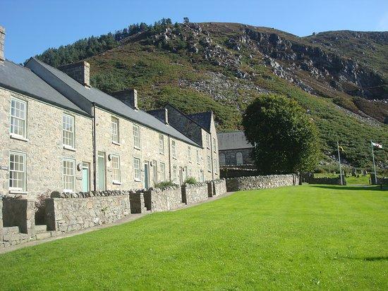 Llithfaen, UK: Beautifully kept village