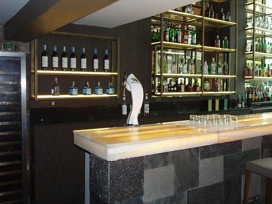 Sacha's Hotel Uno: Bar/Lounge
