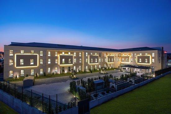 Hampton by hilton istanbul zeytinburnu hotel reviews for Guest house harbiye
