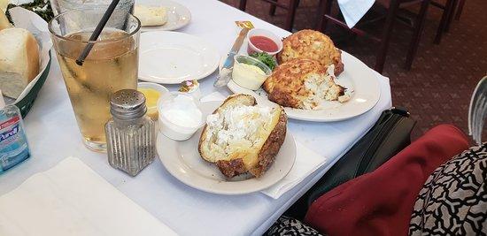 Crofton, MD: jumbo crab cake w/bake potato