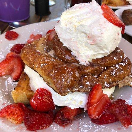 Foto de Log Cabin Cafe & Ice Cream