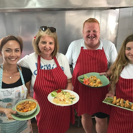 Hemingway's on the Beach Cooking School: Excellent fun and now we can do it all again back in the UK!