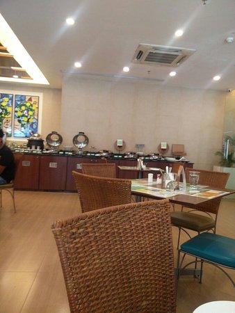 Lemon Tree Hotel, Ahmedabad: TA_IMG_20180910_102525_large.jpg
