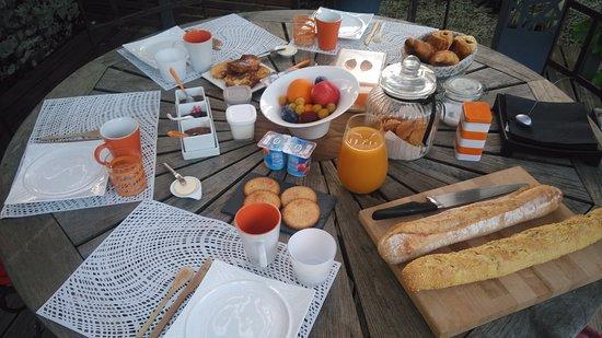 Le Gua, Frankrike: petit déjeuner