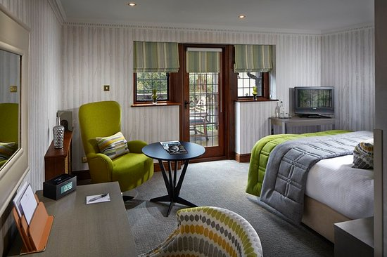 Langshott Manor Hotel Gatwick: Guest room