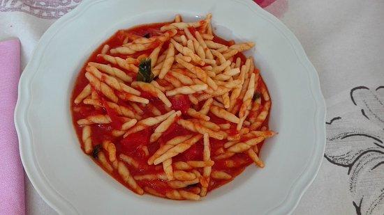 Taranta Peligna, Italia: trofie al pomodoro