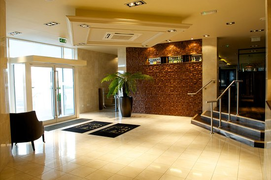 Fenwick, UK: Lobby
