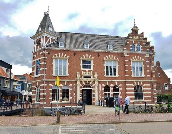 Kristal museum: Gevestigd in het voormalig gemeentehuis (1887)