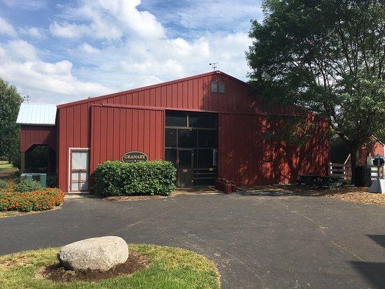 Poplar Grove, Илинойс: The Barn